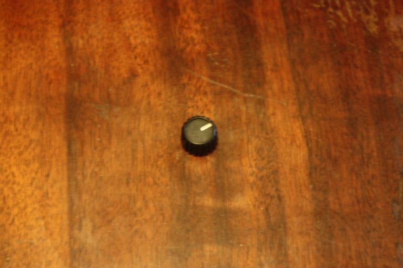 Volume Squelch knob